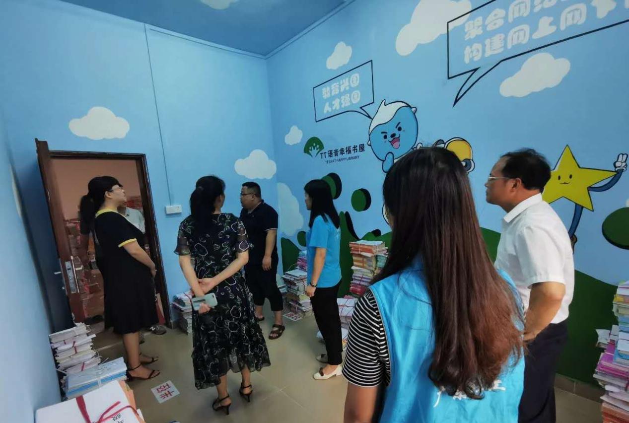 """广东社工链接慈善资源,打通困境儿童阅读""""最后一米"""""""